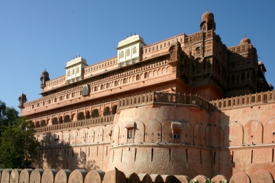 Discover deserts, forts and palaces